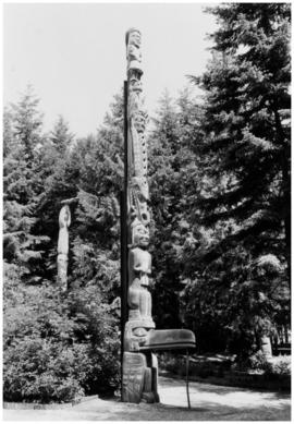 Charlie James totem pole