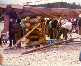 Preparing the pole to be raised
