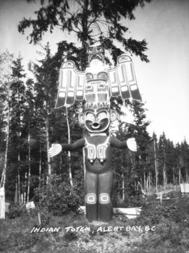 Totem pole - [Thunderbird on Dzunukwa]