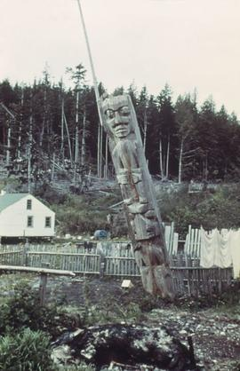Unidentified totem pole, decaying and leaning