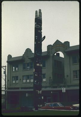Grizzly bear pole of Skedans (copy by William Jeffrey), City Hall, Prince Rupert, B.C.