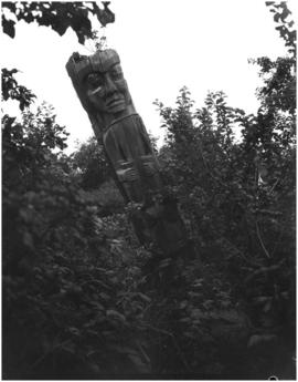 Old carved house post or totem pole, Mamalilikulla, Village Island