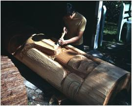Robert Davidson (Jr.), carving