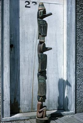 Small scale totem, side view