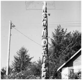 Totem pole, Yuquot (Friendly cove) (?)