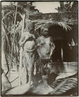 Young women, coast [nation, New Guinea]