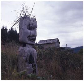Old totem pole, Karlukwees, Turnour Island
