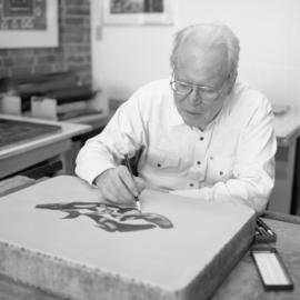[Bill Reid drawing on lithographic stone]
