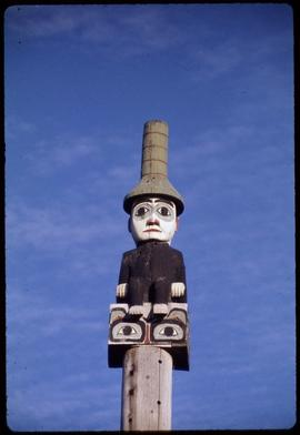 Closeup of top of secretary of state pole #27 (original), Saxman Park, Ketchikan, Alaska