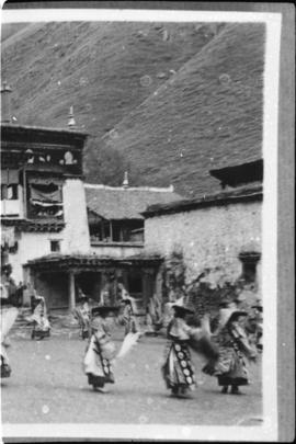 Tibetian dance, distant view